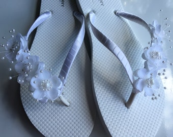 Bridal Flip Flops, White Flower Wedding Sandals, Flower Flip Flop, Bridal Sandals, White Wedding Flip Flops, Bridal Gift Party