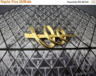 ON SALE Vintgage Gold Tone Modernist Dagger Speed Pin 71416