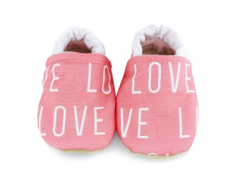 love moccs, baby shoes,  vegan baby moccs, crib shoes, baby booties, baby, shoes, style, babies, baby girl, soft soled shoes