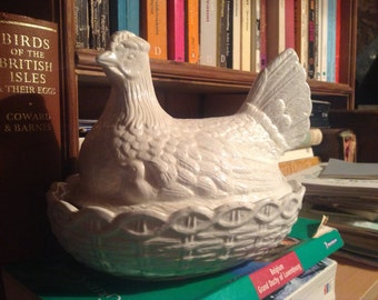 Portmerion White Chicken Egg Holder/ Vintage And Stylish