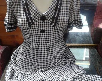 Lovely vintage gingham 1980s dress, Lauren Bacall 40s style. Size small.
