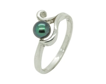 Grey Freshwater Pearl and Sterling Silver swirl ring