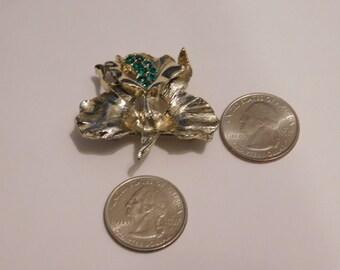 vintage flower brooch with green rhinestones