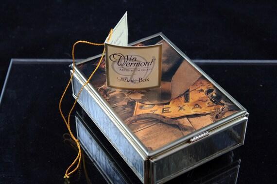 "Via Vermont Texas ""Artistry in Glass"" Music Box"
