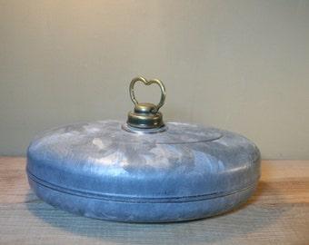 Hot water bottle vintage in zinc. Heated foot metal vintage