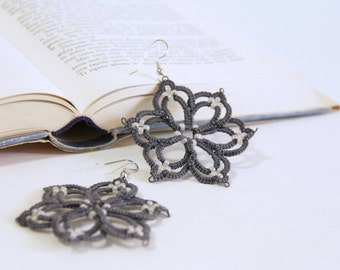 Tatted flower earrings, made in italy, lace earrings, grey tatted earrings