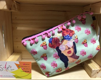 Medium makeup bags with original designs, hand made on cotton fabric.