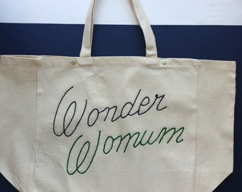 """Cabas """"Wonder Womum"""" / / hand embroidery / / gift for moms / / super MOM / / original gift idea / / gift wife MOM / / tote bag"""
