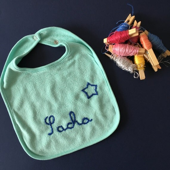 Custom green bib / / bib for baby / / original birth gift idea / / hand embroidery / / bib in cotton / / name of the baby