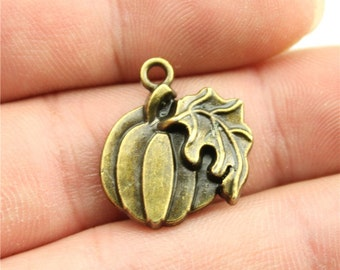5 Pumpkin Thanksgiving Halloween Charms, Vintage Antique Bronze Plated Charms (1J-7)