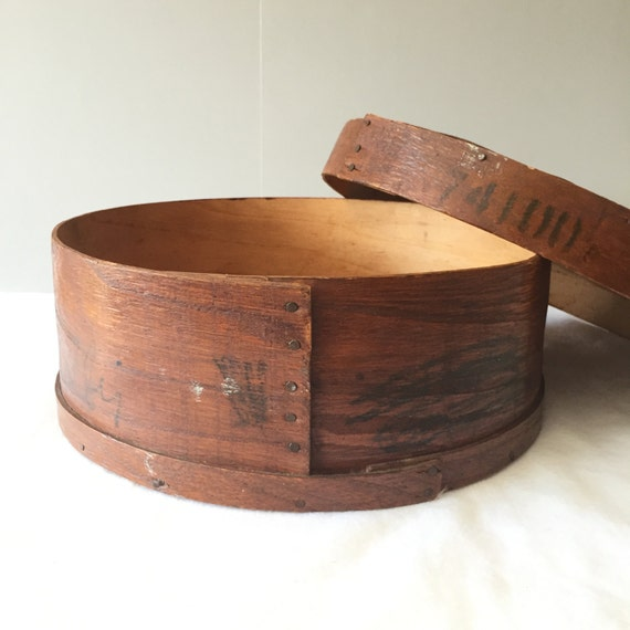 Lovely vintage round wooden box by fiftybeautifulthings on for Circular wooden box