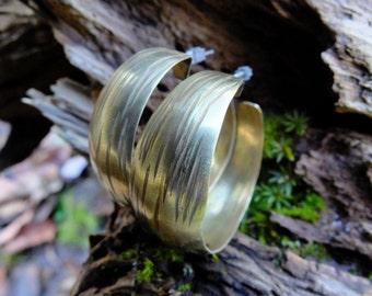 Brass hoop earring 033