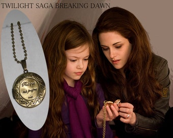 """medallion frame """"Plus que ma propre vie""""  Renesmee Cullen inspired by the Twilight saga"""
