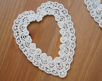 2pcs: Rosy Heart Frame Cotton Lace Applique 11cmX9cm Off-white Scalloped Border Patch Deco Mori Girl Scrapbook Knit Sewing Craft DIY