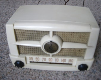 Emerson AM Radio Model 587 1950