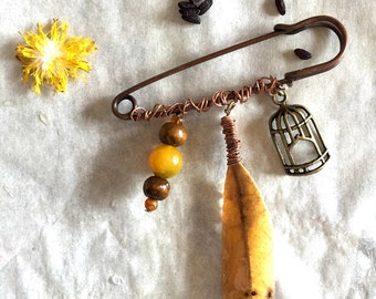 brooch autumn colours