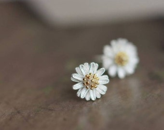 Elegant Daisy Flower Studs, 925 Sterling Silver studs, floral dainty Earrings, Delicate, bridesmaids gifts, wedding jewelry, silver studs