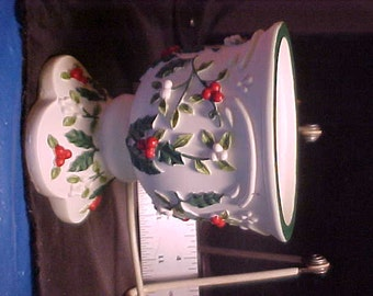 """Pfaltzgraff Modern candle holder . Home lighting.Winter berries,christmas topic 4"""" tall mint"""