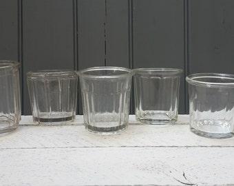 Selectie van vintage Franse confiture kruiken, jam potten, conserven, Frans glaswerk.