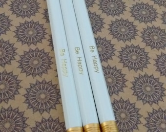 "White set of 3 pencils with ""Be happy"" printed in foil"