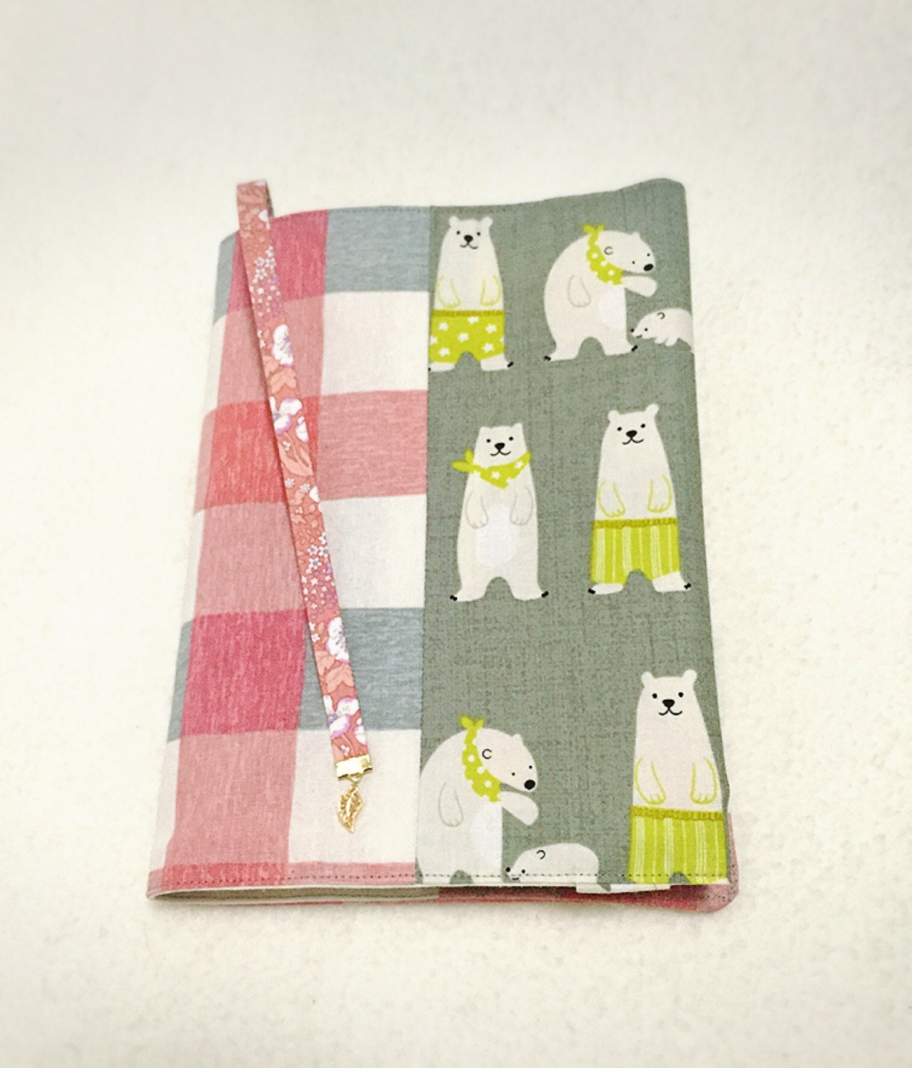 Adjustable Fabric Book Cover : Adjustable fabric bookcover with bears in pink and gray