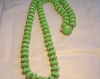 A Large Vintage Green Plastic Bead Necklace 1950's 1960's J10
