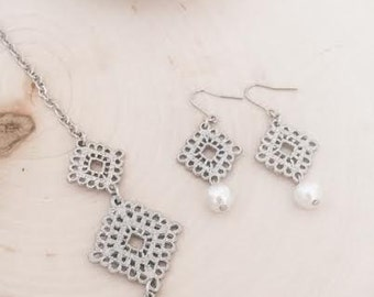 Silver dangle earrings with cotton pearl