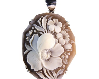 Eye shadow Silver Pendant with hand-carved cameo on sardonica