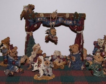 Complete 17 piece Boyds Bear Nativity Set - Resin - Issued in 1995 and Retired in 1999
