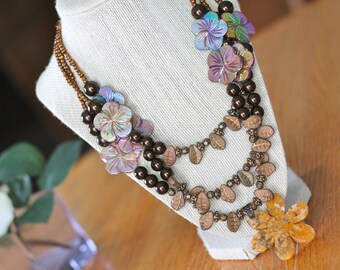 Multicolor Floral Pearl Necklace