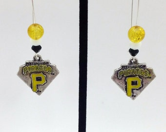 1 Pair - Pittsburgh Pirates Theme Dangle Beaded Earrings Brass Ear wire Kidney Style EAR0071