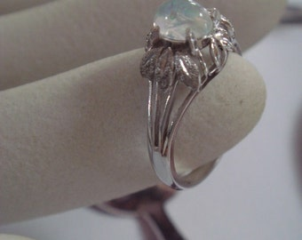 Vintage 1950's White Gold Opal Ring