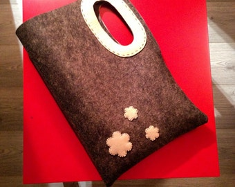 Felt bags made entirely by hand