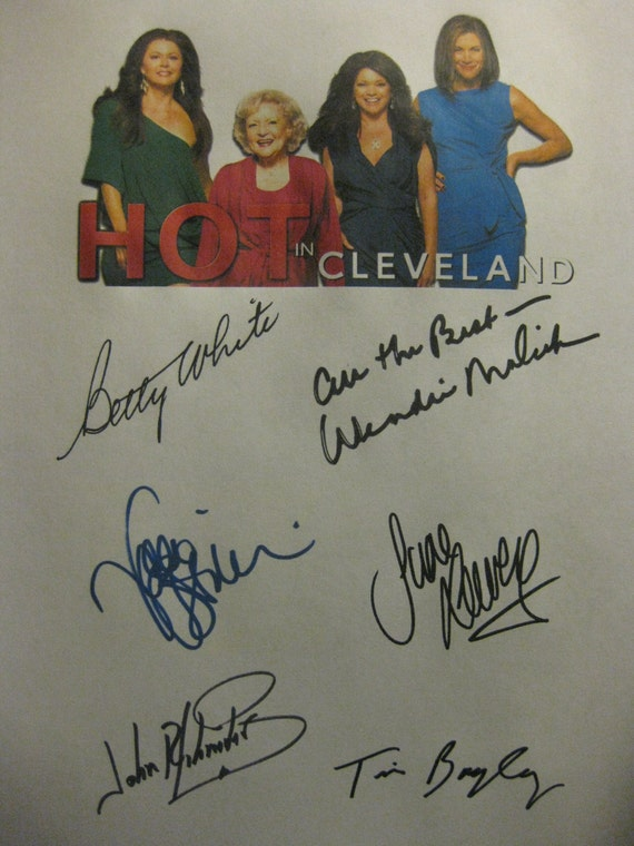 Hot in Cleveland Signed TV Screenplay Script x6 Autograph Betty White Valerie Bertinelli Jane Leeves Wendie Malick John Schneider Tim Bagley