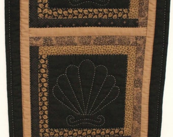 Clam Shell Hand Quilted Wall Banner