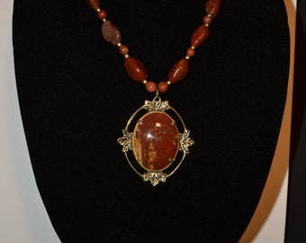 Vintage oval brown marbelized stone pendant-necklace  (#40)