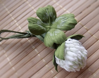 White clover brooch handmade brooch Clover fabric,handmade clover,clover flowers,wild flowers,boutonniere, wedding,Weddings,Jewelry,Brooches
