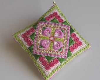 Spring Blossom Dream Checklet Pinholder Ornament