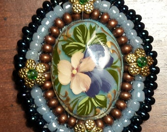 Flower beaded cabochon
