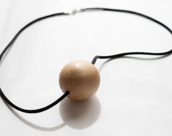 Necklace. Silk and wood.