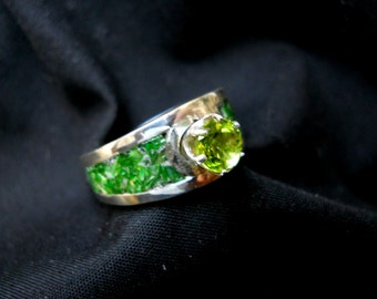 6mm Round Arizona Peridot with Green Mother of Pearl Inlay