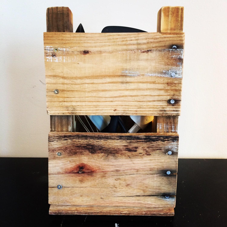Wooden kitchen utensil holder - Pallet Wood Kitchen Utensil Holder 1
