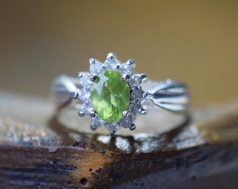 Vintage Lime Green Gemstone Halo Silver 925 Cluster Ring, US Size 10.0, Used