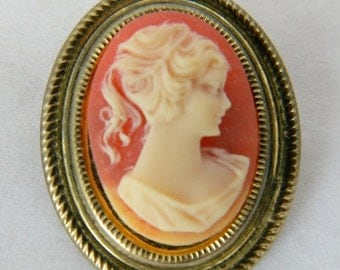 """Vintage Oval Cameo Brooch Coat Sweater Pin Marked Hong Kong Gold Tone Mid Century Costume Jewelry 1.5"""""""