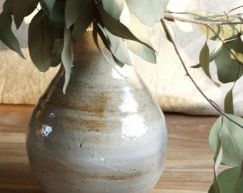 hand gedraaid vaasje, houtgestookt steengoed, zoutglazuur - small vase, wood fired stoneware, salt glaze, thrown on the wheel