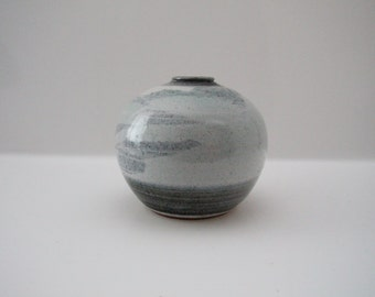 Nice  vase - unidentified - in shades of grey