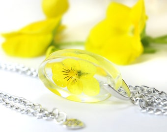 Yellow Bridesmaid Jewelry, Pansy Flower, Resin Necklace, Yellow Necklace, Flower Necklace, Flower Jewelry, Yellow Wedding, Yellow Flower