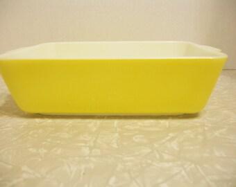 "Vintage Pyrex Yellow #0503 1.5 Qt Rectangular Ovenware 9 1/2"" X 2 1/2"""