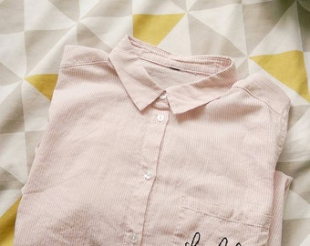 Hello - Pastel pink striped long-sleeved 100% cotton shirt, with embroidered details on the pocket