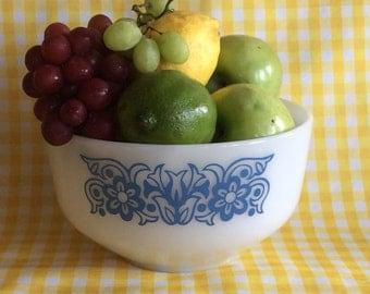 Vintage federal glass bowl 2 1/2 Qt blue flower daisy heat proof milk glass